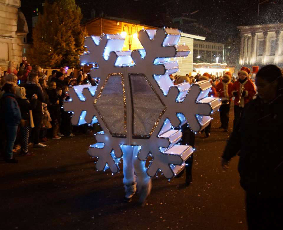 Giant Snowflake Act